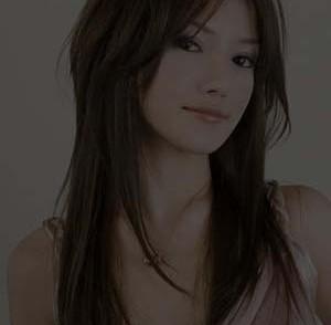 coiffure-cheveux-raides-pour-femme-visage-rond.jpg
