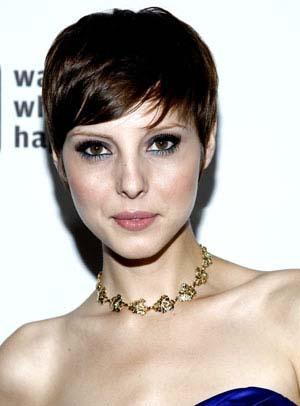 coiffure-courte-femme-visage-long.jpg