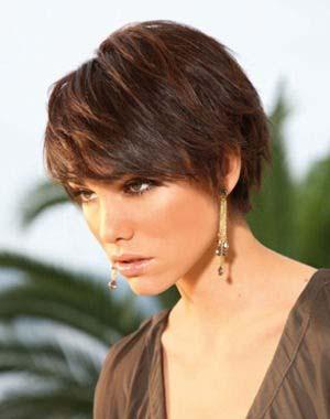 coiffure-courte-frange-femme-20-ans.jpg