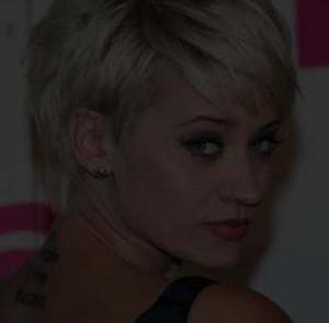 coiffure-courte-visage-carre-femme.jpg
