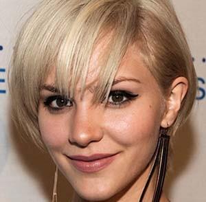 coiffure-femme-blonde-cheveux-courts.jpg