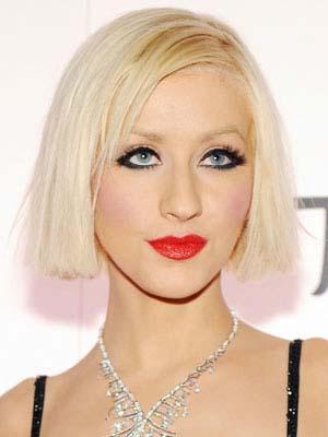 coiffure-femme-blonde-cheveux-courts-visage-carre.jpg