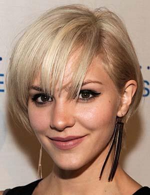 coiffure femme blonde cheveux courts