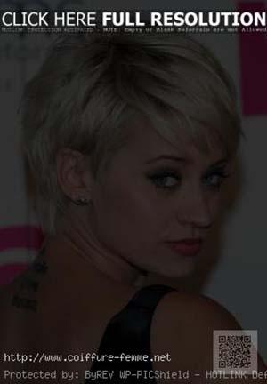 coiffure-femme-visage-ovale-tres-courte.jpg