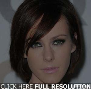 coiffure-pour-visage-rond-et-cheveux-raides.jpg
