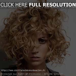 coiffure-visage-carre-cheveux-boucles.jpg