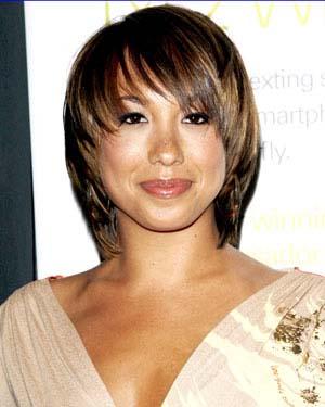 coiffures-courtes-pour-femme-au-visage-carre.jpg