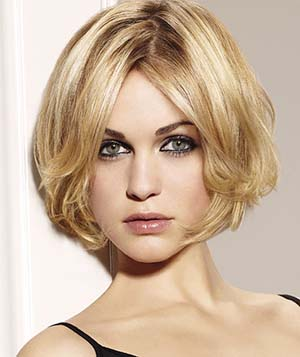 coupe-courte-pour-cheveux-raides-et-visage-rond.jpg